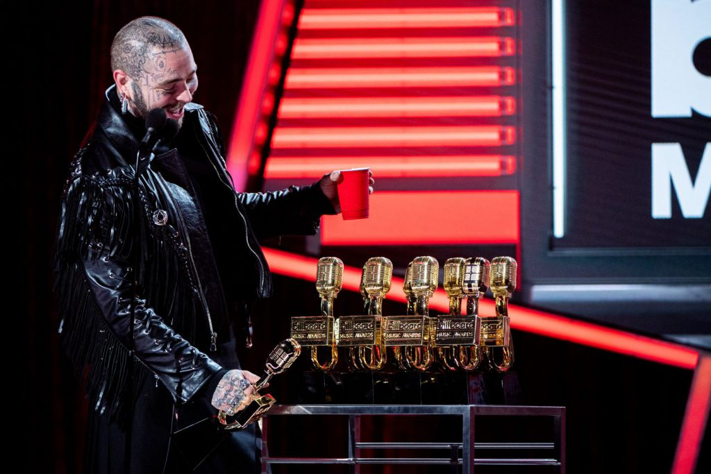 Post Malone fusiona trap, hip-hop, pop y rock con bases sintetizadas. (Foto: Matt Petit / Billboard Music Awards).
